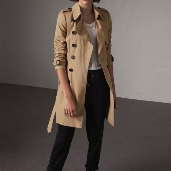 100% authentic Burberry Chelsea trench coat